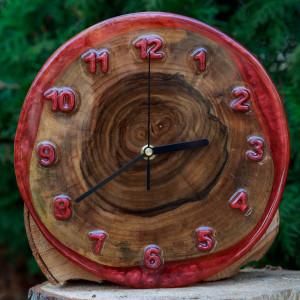 Zegar orzech z żywicą epoksydową W3