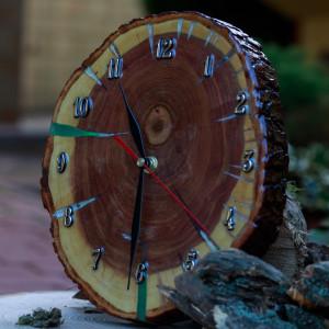 Zegar śliwa z żywicą epoksydową