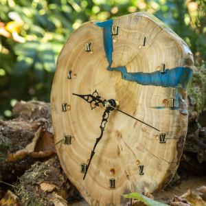 Zegar z niebieską żywicą epoksydową C8