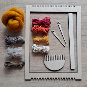 Zestaw tkacki z ramką, przyrządami i wełną