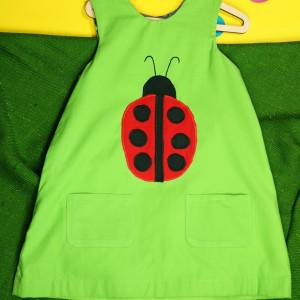 Zielona sukienka dwustronna z biedronką (116 cm)