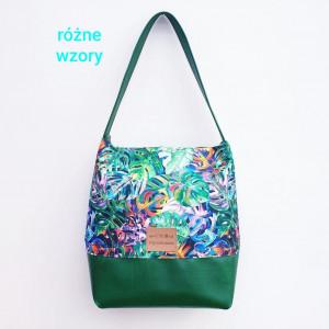 Zielona torebka na ramię w kolorowe monstery