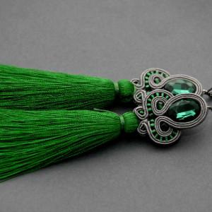 zielono-szare kolczyki lub klipsy sutasz