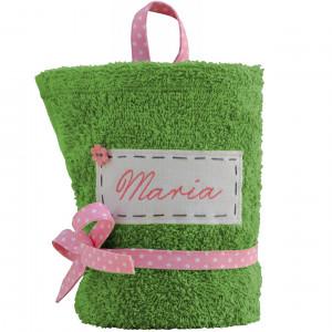 zielony ręcznik z imieniem do przedszkola