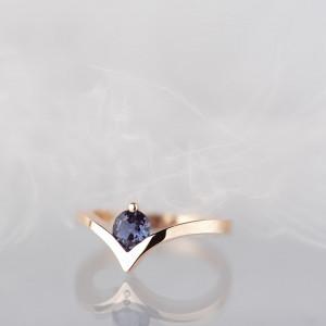 Złoty pierścionek z aleksandrytem
