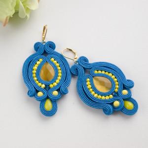 Żółto-niebieskie kolczyki sutasz