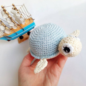Żółwik z błękitną skorupką